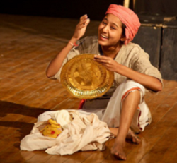 Charandas Chor, by Habib Tanvir, directed by Dakxin Bajrange, Chhara Budhan Theatre, 15-09-2009 (Hardika Kodekar Chhara) © Praveen Indrekar Chhara.