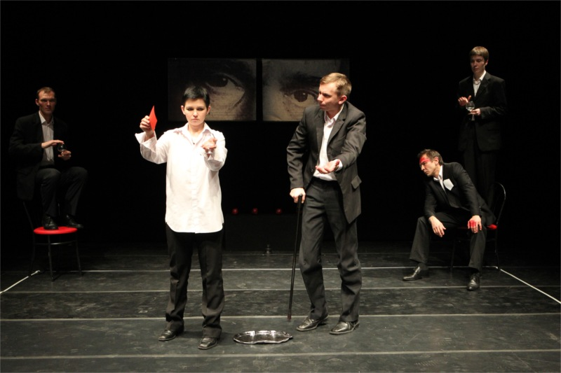 Denis Tarasenka, Yana Rusakevich, Pavel Gorodnitski, Oleg Sidorchik and Irana Yaroshevich in the Belarus Free Theatre's Being Harold Pinter adapted and directed by Vladimir Shcherban from the plays and texts of Harold Pinter, 2011 © Joan Marcus, La MaMa E.T.C. and the Public Theater (USA)