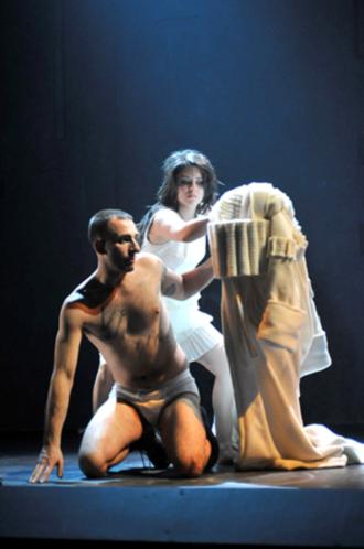 Figure 3 : Christian Michaud (Caligula), Krystel Descary (Drusilla)