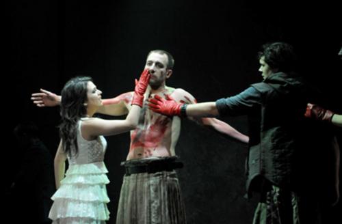 Figure 9 : Krystel Descary (Drusilla), Christian Michaud (Caligula), Steve Gagnon (Scipion)