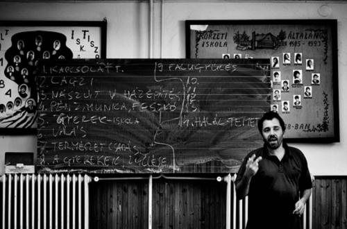 Áprád Schilling in Új Néző [New Spectator], Krétakör, Ároktő, 2010 Máté Tóth Ridovics.