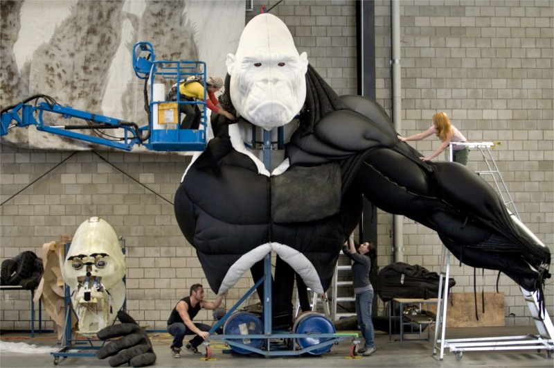 King Kong—Live on Stage, written by Craig Lucas, directed by Daniel Kramer, with new music by Marius de Vries and production design by Peter England, produced by Global Creatures (Sydney, Australia), 2010 Stage © Simon Schluter
