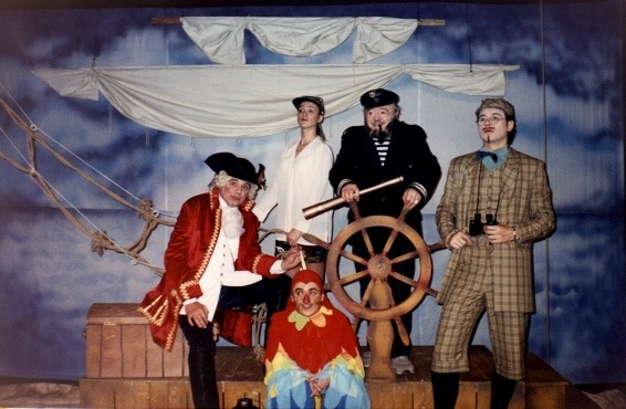 Bogdan Caragea, Mihaela Coveseanu, Illie Georgian Petrica, Ion Lucian and Stelian Milu in The Val-Vartej Captain and the Ghost Ship by Octavian Sava, directed by Ion Lucian at Excelsior Theatre in Bucharest (Romania) © Courtesy of Excelsior Theatre, 2003