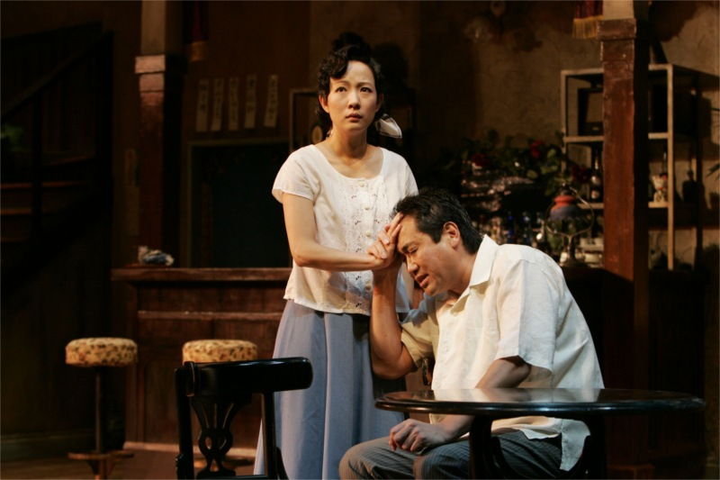 Like a Little Wild Flower, written by Chong Wishing, directed by Suzuki Yumi at the New National Theatre, Tokyo, 2007 © Yako Masahiko