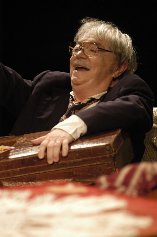 Ion Lucian playing Carcianu in The Red Comedy by Constantin Turturica, directed by Alexandru Tocilescu at the National Theatre of Bucharest, 2006 © Excelsior Theatre