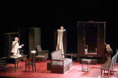 Lettres d'amour à Staline de Juan Mayorga, mise en scène Jorge Lavelli Gérard Lartigau (Stalin), Luc-Antoine Diquero (Bulgakov) and Marie-Christine Letort (Mrs. Bulgakov) in a rehearsal photo from April 2011