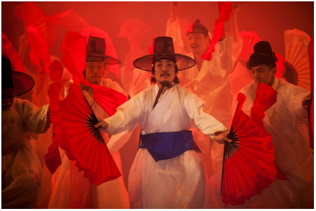 L'incendie produite par la magie de Prospero. Photo © Hanguk Performing Arts Center(HanPAC)