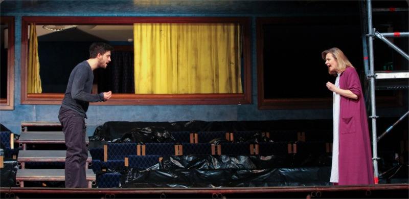 Hamlet (Tamás Szabó Kimmel) with Gertrude (Andrea Söptei).