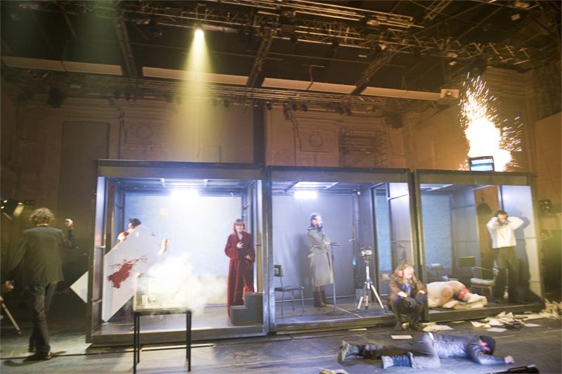 Fatzer Fragment, from left: Enrico Gaido, Alessandra Lappano, Francesca Mazza, Matteo Angius (down), Mariano Pirrello, Werner Waas (sitting), Beppe Minelli (down), Paolo Musio.