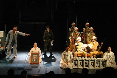 Photo 8: Scene from Permanent Prisoners. Directed by Oh Tae-Seok.