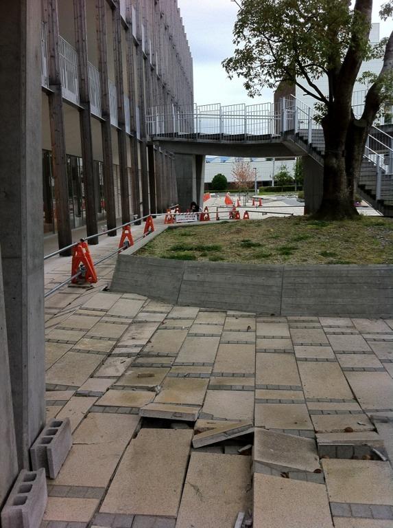 Seismic upheavals on the pavement surrounding Iwaki Alios. © Hiroyuki Masaki