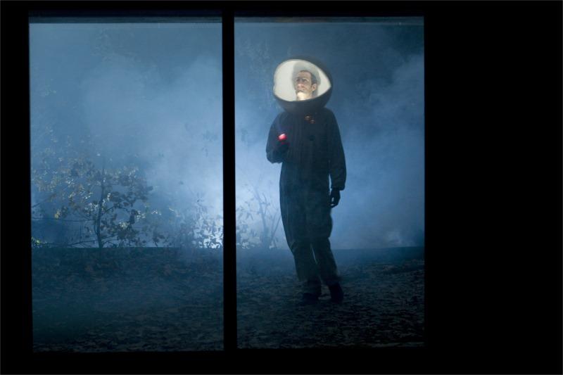 L'effet de Serge by Philippe Quesne: Gaëtan Vourc'h. © Martin Argyroglo