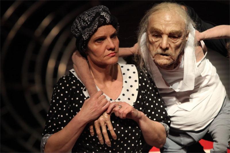 Actors: Jana Ol'hová in the part of Mother and the marionette of the main hero, Kukura by Martin Čičvák.Director: Rastislav Ballek, Aréna Theatre, 2011 © International Festival Theatre, Pilsen