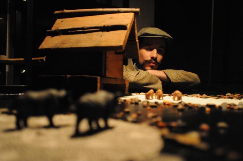 André Huerba in Húmus, perfinst directed by Luís Castro (based on Raul Brandão's novel), Karnart, Lisbon 2010 © Patrícia Rego