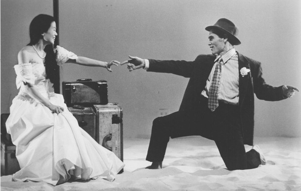 """Liana Pai and Billy Crudup in """"America Dreaming,"""" written by Chiori Miyagawa, directed by Michael Mayer, co-production by Music-Theater Group and Vineyard Theater in New York City (USA), 1995 © Photo by Carol Rosegg"""