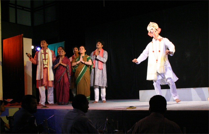 A recital in praise of the Elephant God Ganapati in Ladi Najariya.