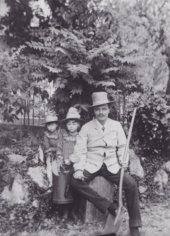 August Strindberg's own photo of himself and his two elder daughters Karin and Greta.