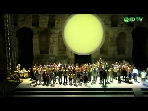 One hundred volunteers on the stage of the Roman amphitheatre of Herode Atticus in Athens for the production of Prometheus by Rimini Protokoll (2011).