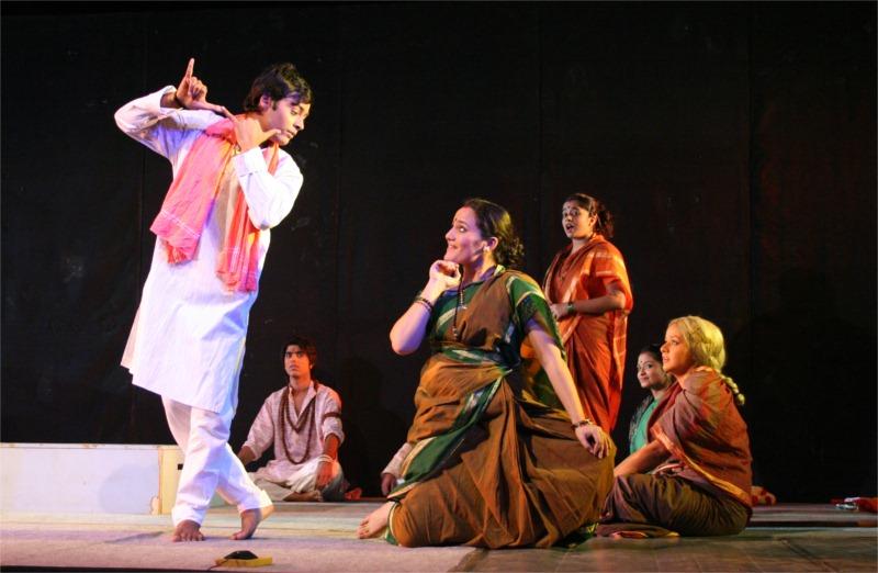 The engaging Look: Namya and Savitri in Ladi Najariya.