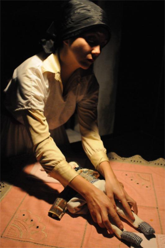 Mariana Lemos in Húmus, perfinst directed by Luís Castro (based on Raul Brandão's novel), Karnart, Lisbon 2010 © Patrícia Rego