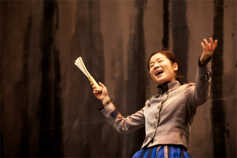 "Jaram Lee in the Korean version of ""Mother Courage"" © LG Arts Centre."