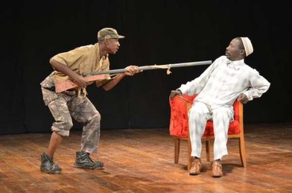 «Dieu ne dort pas,» written by Jean-Louis Sagot-Duvauroux, direction by Sagot-Duvauroux and Ndji Yacouba Traoré for Compagnie BLonBa, performed by Théâtre du Grand Parquet in Paris (France) © Gilles Perrin