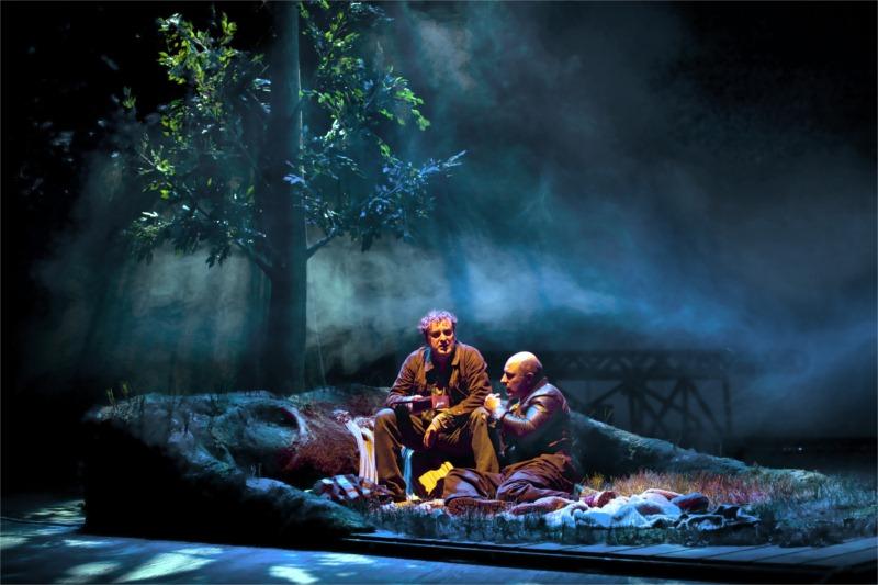 """""""De ratones y hombres."""" Teatro Español. Fernando Cayo and Roberto Álamo. Directed by Miguel del Arco. © Ros Ribas"""