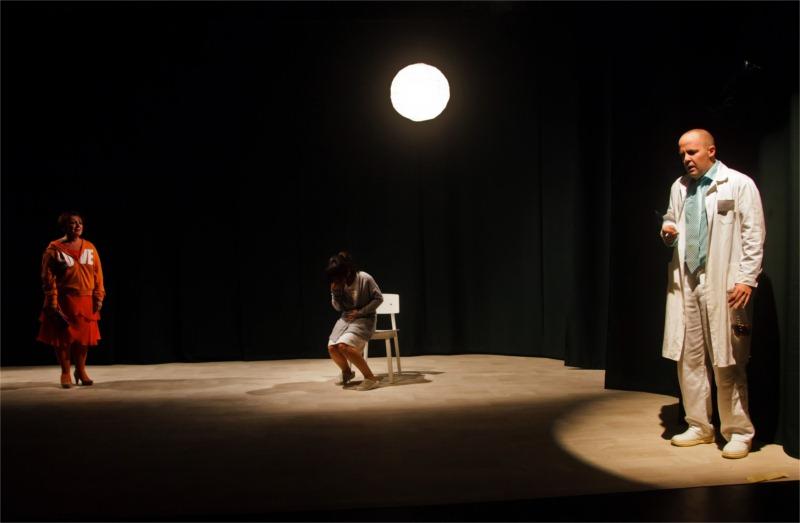 """Eszter Csákányi, Éva Enyedi and Zoltán Friedenthál in Béla Pintér and Company's """"The 42nd Week"""" (dir. Béla Pintér). © Csaba Mészáros"""