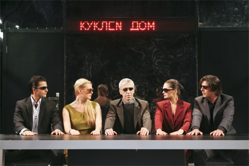 The cast of the show (from left to right): Helmer (Lyuben Kanev), Nora (Veselina Konakchiyska), Dr. Rank (Atanas Atanasov), Linde (Elena Kabaskalova), Krogstad (Ivaylo Hristov), photo Georgi Vachev
