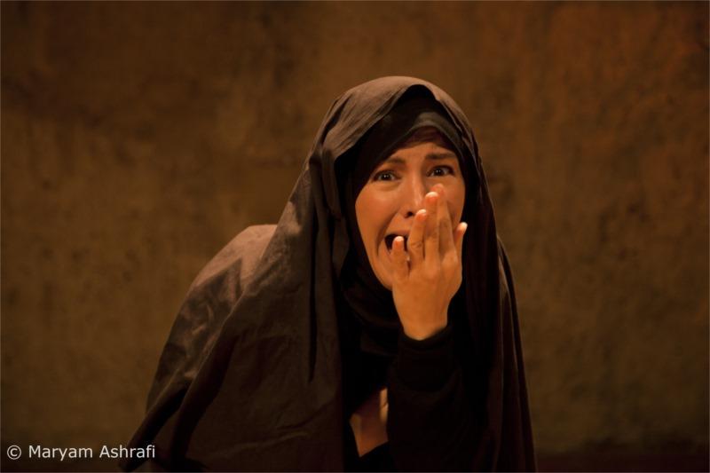 « La danse automnale » de Shabnam Tolouei, metteure en scène, auteure et comédienne ; présentée à Paris, Prague, Stockholm, Toronto et Jönköping en 2011-2013 © Maryam Ashrafi