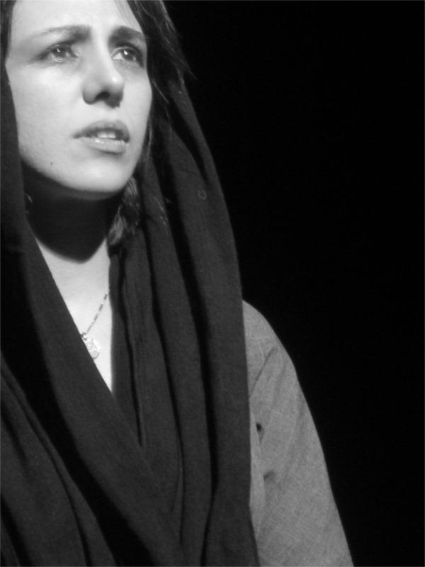 « L'entretien » de Mohammad Rahmanian ; Shabman Tolouei, metteure en scène et comédienne ; Lilas En Scène, Paris (France) 2006 © Maryam Gharasou